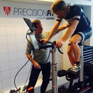 Wim, bezig met Precision Fit bij Trek
